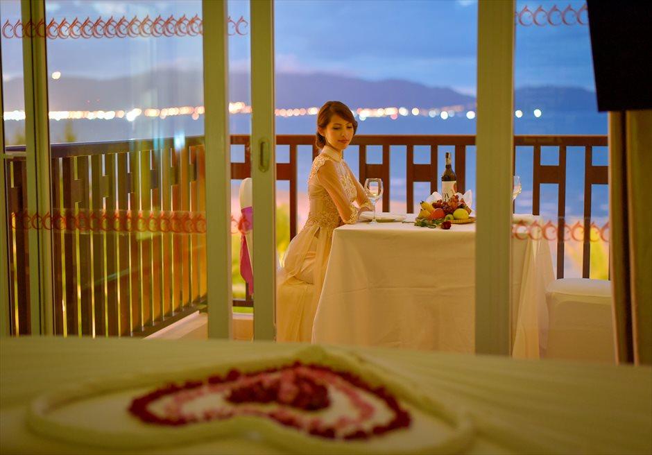 センタラ・サンディ・ビーチ・リゾート<br /> バルコニーでのディナー風景