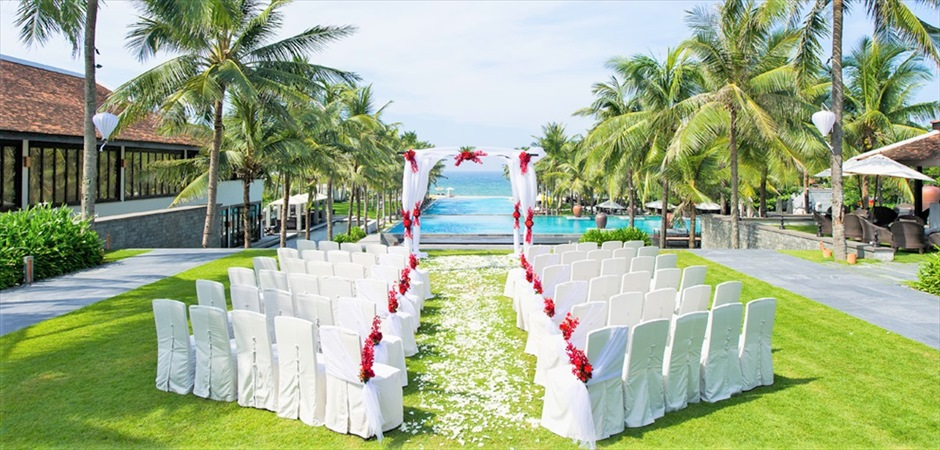 Classic Wedding at Infinity Pool Garden