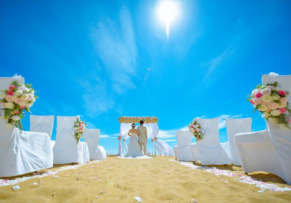 アンサナ・ラン・コー<br /> クラシック・アンサナビーチ挙式<br /> 快晴のホワイトサンズで
