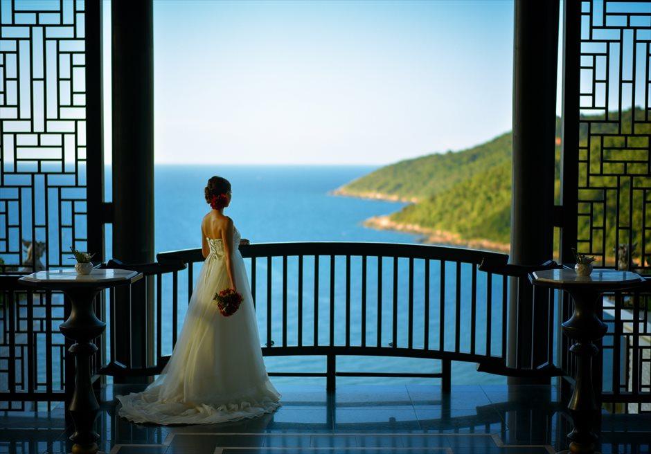 インターコンチネンタル・ダナン<br /> 高台ロビーから海を見下ろす<br />