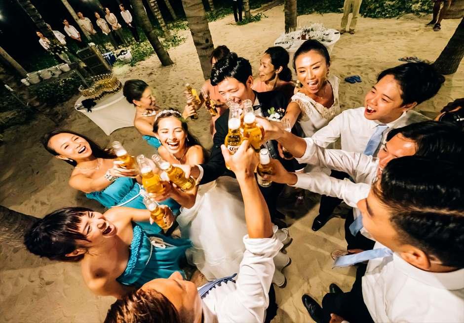 乾杯シーン<br /> ビーチフロントパーティー<br /> (グランヴィリオ・オーシャン・リゾート)