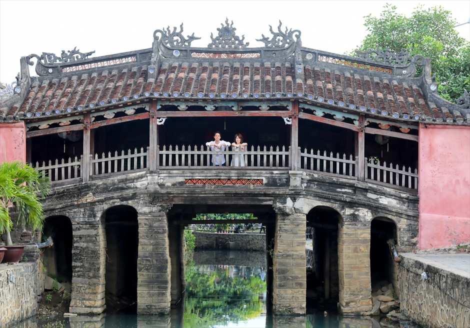世界遺産ホイアン<br /> 来遠橋(日本橋)にてフォトウェディング<br /> (早朝の撮影をお勧めしております)