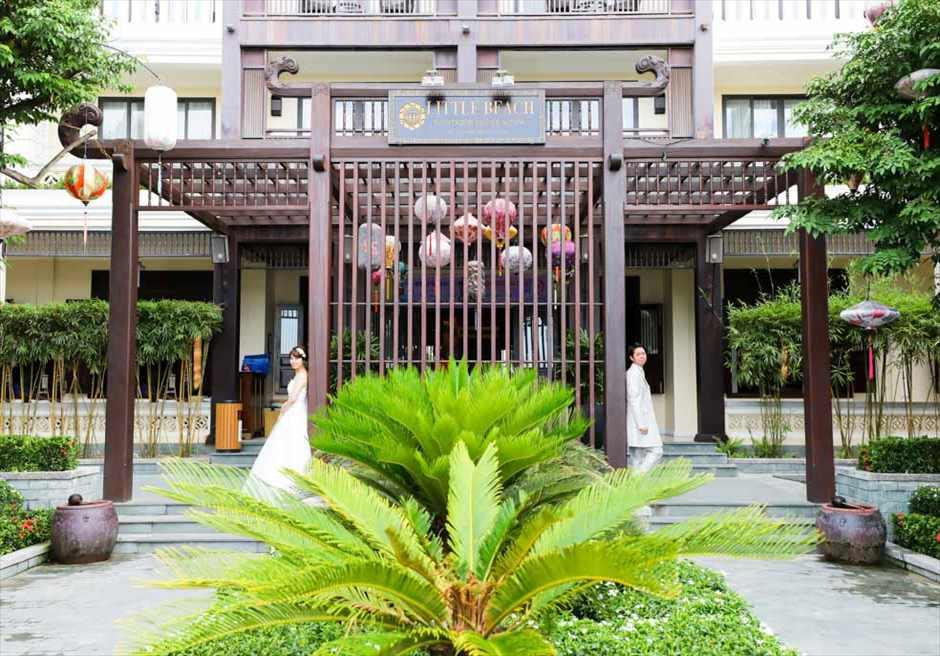ザ・ビーチ・リトル・ブティック・ホテル<br /> ホテル正面エントランスにて<br /> フォトウェディング