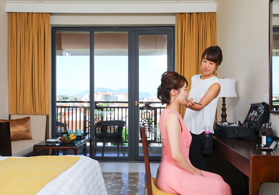 アレグロ・ホイアン・ホテル&スパ<br /> お泊りのスイートにてヘアメイクシーン