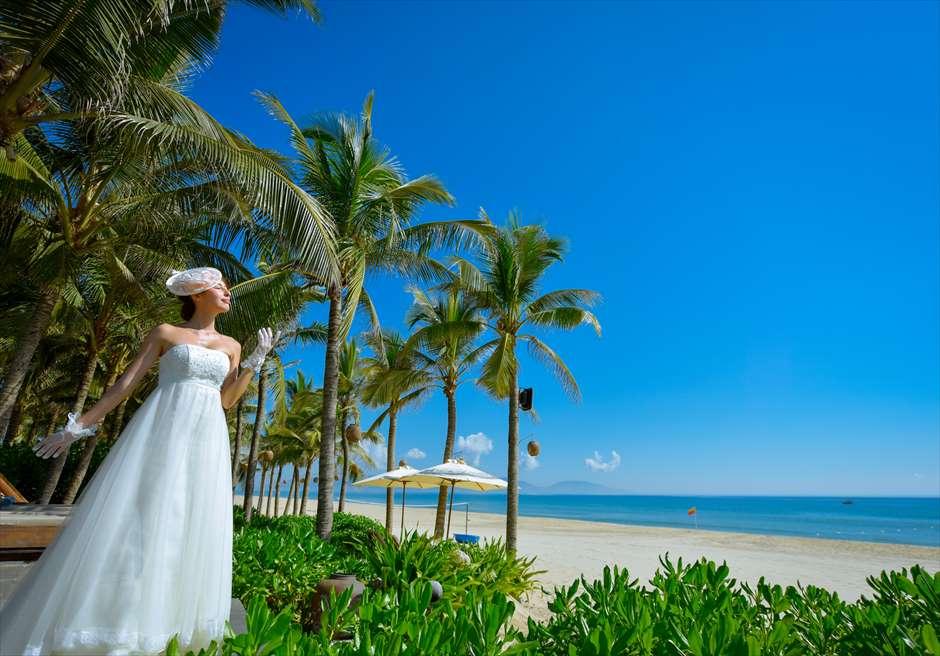 ナマン・リトリート・ダナン<br /> 美しいビーチを望むガーデンにてフォトウェディング