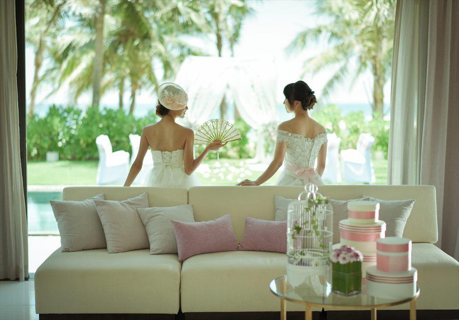 フュージョン・マイア・ダナン<br /> ホワイト&ピンク お泊りのヴィラにてフォトウェディング