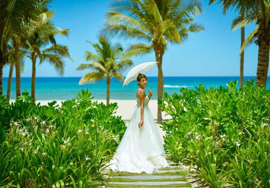 プレミア・ヴィレッジ・ダナン・リゾート<br /> 美しいビーチへ続くガーデンにてフォトウェディング