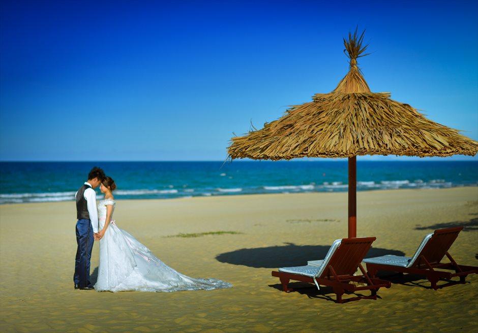 フラマ・リゾート・ダナン<br /> ベトナムらしい雰囲気の漂うビーチにてフォトウェディング