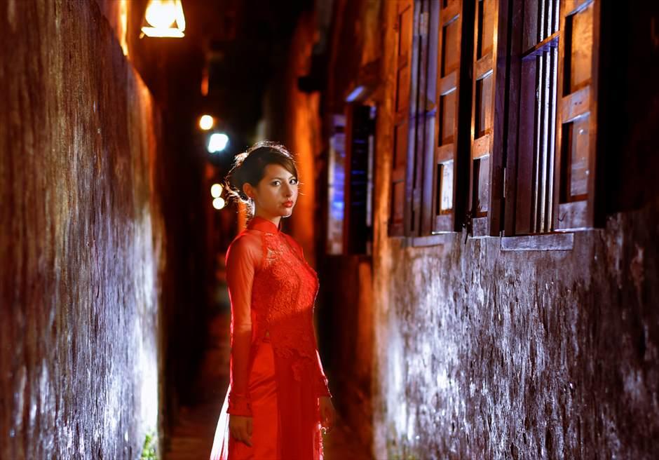 世界遺産ホイアン旧市街<br /> ナイトフォトウェディング<br /> アオザイ撮影