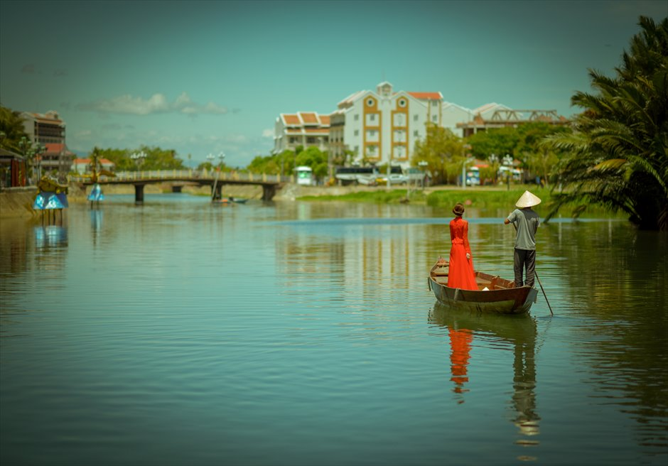 世界遺産ホイ・アン<br /> ホイアンリバー・小舟から旧市街を眺める