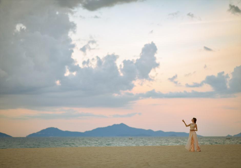 フォーシーズンズ・リゾート・ナム・ハイ<br /> 絵画のように美しいビーチでフォトウェディング