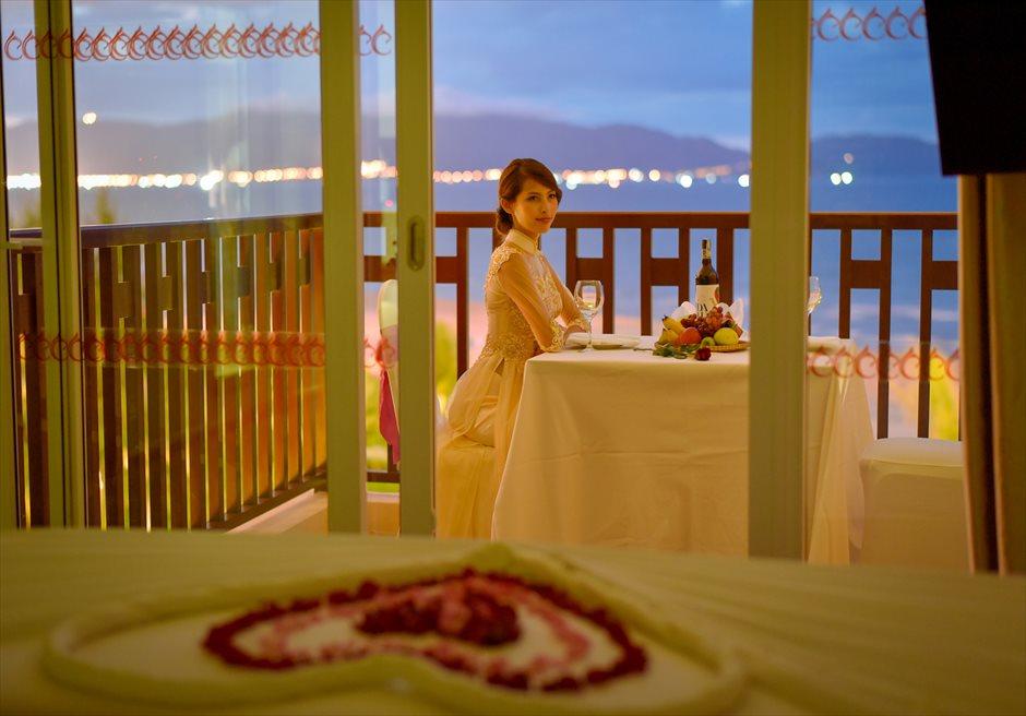 センタラ・サンディ・ビーチ・リゾート<br /> ダナンの夜景を一望するお部屋でフォトウェディング