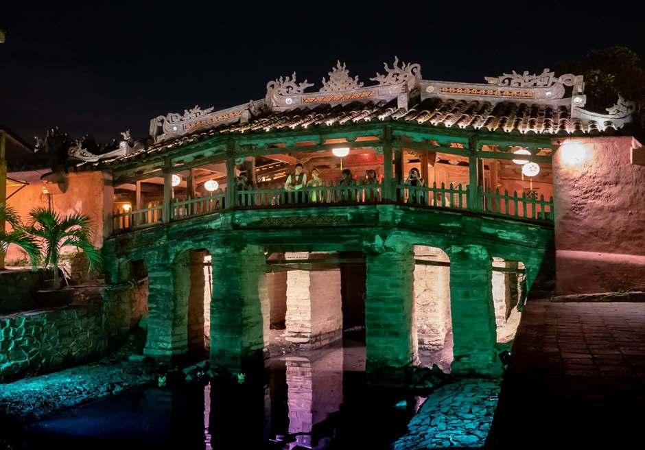 世界遺産ホイアン旧市街・来通橋(日本橋)<br /> ナイトフォトウェディング<br /> (日中~夜間は観光客が多くなります)