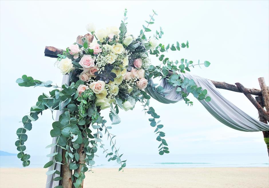 ハイアット・リージェンシー・ダナン<br/>アーチ生花装飾