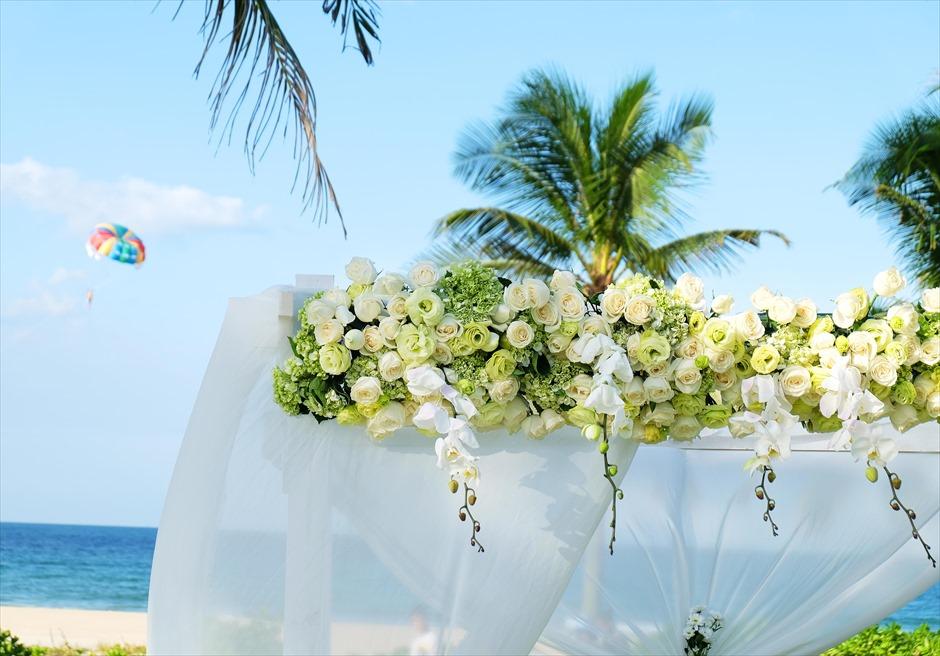 ハイアット・リージェンシー・ダナン<br>アーチのグリーン生花装飾