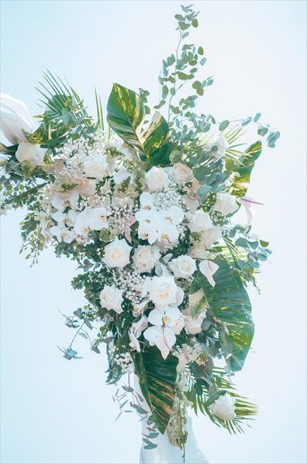 ホイアン・リバー・ボートウェディング<br /> ウェディングアーチ生花装飾