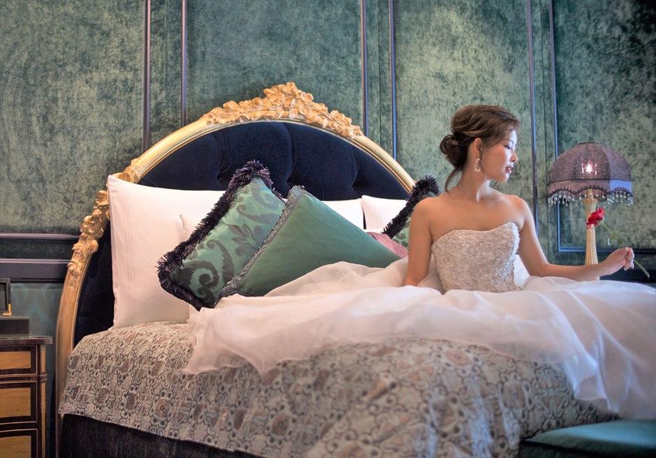 ザ・レヴェリーサイゴン<br /> デザイナーズルーム・ベッドにて