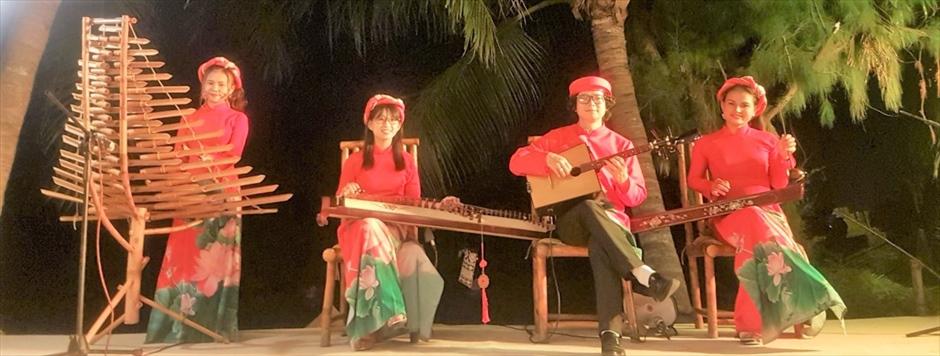 ベトナム伝統弦楽四重奏<br>(会場により手配可能)<br>(サウンドシステム別途料金)